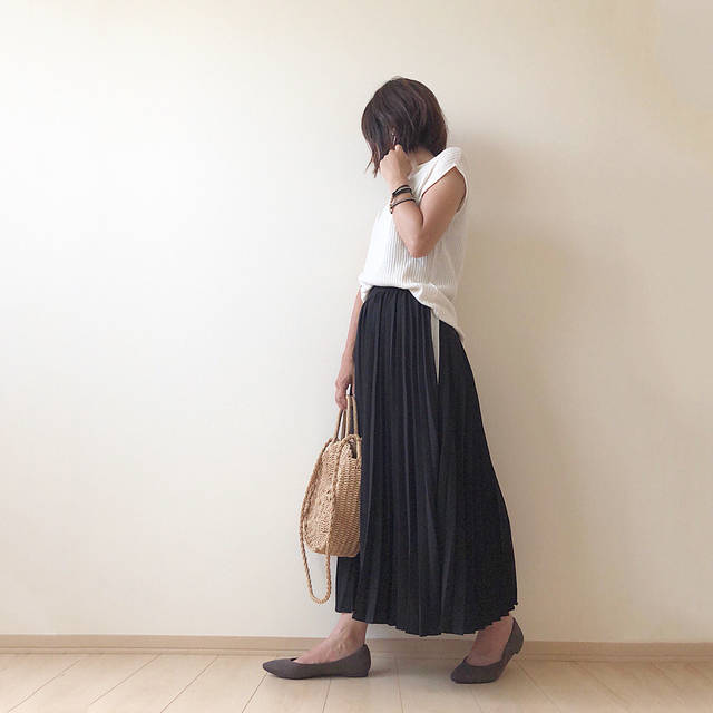 """nami on Instagram: """"2018.8.13 ☆★☆ . 今日は、モノトーンコーデ✧‧˚ . 夏コーデにプラスしたのは、 @gu_for_all_ の新作パンプス #ポインテッドフラットパンプス ♡ . #マシュマロパンプス というだけあって、 ふわふわな履き心地で フラットだから小さい子供いても…"""" (103707)"""