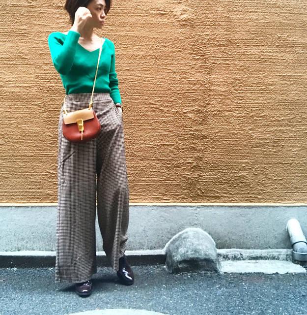 """sayu on Instagram: """". 昨日の#gu #チェックパンツ を着回し♡. . . 赤→緑ときて. もぅ次は黄色しか頭に浮かばない。。。. (信号で頭いっぱいw) . .  いや、しかし. . 黄色ニットなんかと合わせたら最高に可愛いだろうな♡. . . . . tops▷…"""" (104037)"""