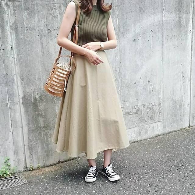"""@e.y.e28 on Instagram: """"⚵⚵⚵ . 2018.7.31 . まだ暑いけど少しだけ初秋らしくな昨日のコーデ . UNIQLOの#コットンサーキュラースカート  形も綺麗でチノ素材で秋冬は大活躍してくれそう♡ . . 154㎝な私で標準丈がこの長さです Sを購入したけど少し…"""" (104044)"""