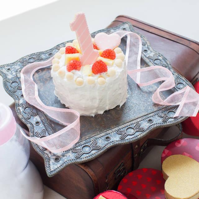 """とやっく on Instagram: """"【ケーキスマッシュ】 海外発で流行している 赤ちゃんにケーキを自由に食べてもらってお祝いをする「ケーキスマッシュ」! 日本ではこの形式で撮影をできるスタジオはなかなかなく、今回友人に聞いて#studiovolpetokyo さんで撮影をしてきました(^^)…"""" (104064)"""