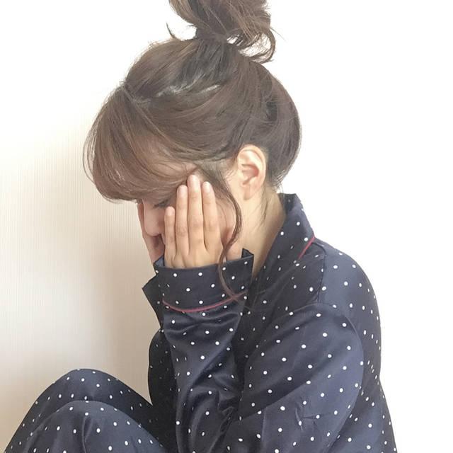 """Yumi on Instagram: """"* * 朝晩は冷えるので パジャマも長袖にチェンジ🔄 @gu_for_all のパジャマはサテン生地で 肌触りも気持ちいい❤️ ネイビーに赤のパイピングがツボ😍💘 * *…"""" (105826)"""