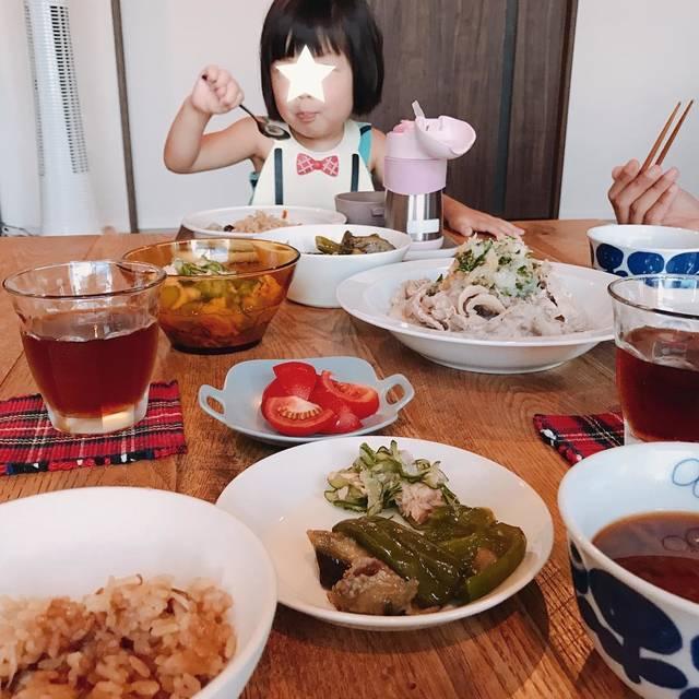 """sachiko isobe on Instagram: """". . 長女不在の晩御飯。 ・冷しゃぶ ・実母がくれた茄子と豚肉とピーマンの煮物 ・実母がくれた鯖缶ときゅうりの酢の物 ・冷やしトマト ・炊き込みご飯 ・大根のお味噌汁 でした。 . . 長女は私の実家にお泊まり。 ちょっとの間次女と2人きりの時間を楽しみまーす♡ . . .…"""" (105881)"""