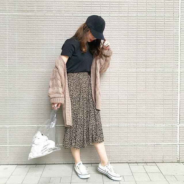 "_s a k i on Instagram: "". . #昨日のコーデ ✮✮✮ . . tops// @uniqlo_ginza  outer// @gu_for_all_  skirt// @gu_global  shoes// @converse_jp  cap// @3coins_official . .…"" (106047)"