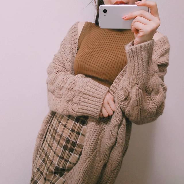"""ゆうな on Instagram: """"cardigan #ケーブルボーイフレンドカーディガン  tops #フリルネックセーター  bottoms #タータンチェックナローミディスカート  @gu_for_all_  @gu_global  #ブラウンコーデ 🐻❤️ 涼しくなってきて秋物着やすく…"""" (106050)"""