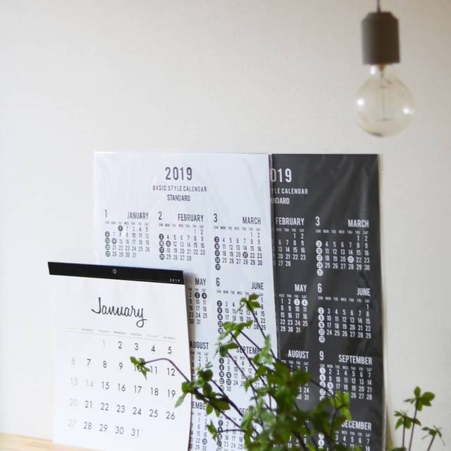 "Kaori ♡ on Instagram: ""* 2018-09-15 * #カレンダー #カレンダー2019 . . . Seriaでカレンダー調達してきました♡*° 我が家のカレンダーは毎年100均です。 . . 見てきたらSeriaで好みな物発見♩ 来年はリビング、家事部屋、 こども達の身支度コーナーで使って…"" (106335)"