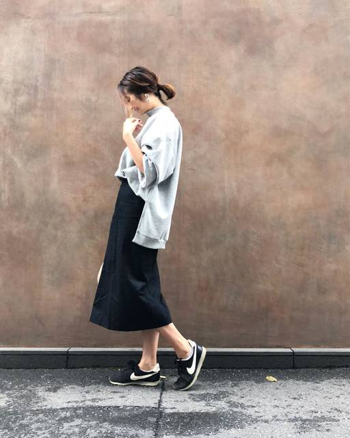"""Yamaguchi Yoka on Instagram: """"・ やっと着れたguの #オーバーサイズスウェット  黒のタイトスカート合わせがしたかったので満足満足です♪ ・ ・ これから家族で #fno 行ってきます♡ ・ ・ ・ ・ ・ tops  #gu#gu_for_all  skirt  #titivate…"""" (106358)"""