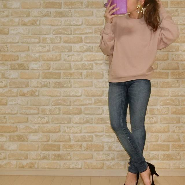 "mii on Instagram: "". おはようございます☀︎ . . UNIQLO × GUのプチプラコーデ🐰💓 . #ユニクロユー のスウェット購入❣️ サイズはXLを着てます🙌 #スウェットクルーネックプルオーバー . . tops @uniqlo_ginza denim @gu_global shoes…"" (107289)"