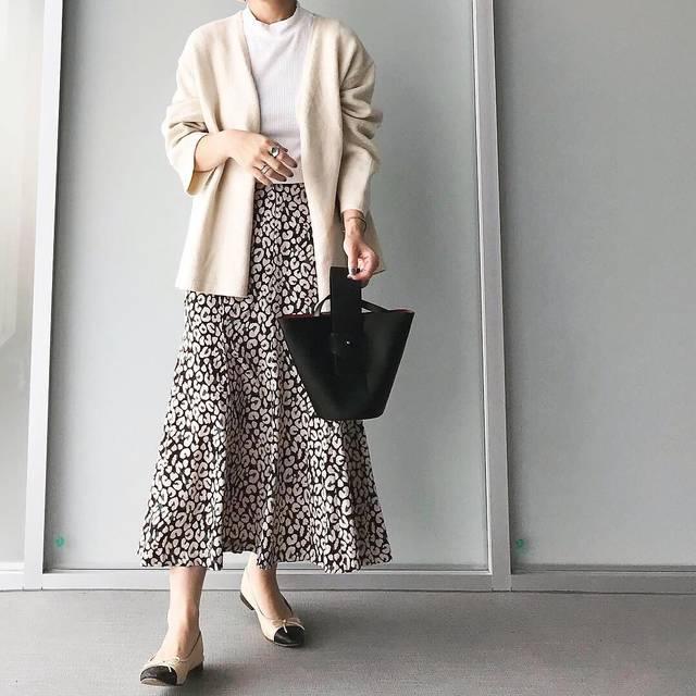 "miyuki on Instagram: ""今週も可愛い新作盛り沢山です😍❣️❣️ ・ ・ 羽織りとして着たニットはセットアップなんです💛 ・ ・ チクチクしなくて着心地も最高👍🏻💯💕 ・ ・ 今季外せないレオパード柄スカート🐆💋 ・ ・ マーメイドラインでカジュアル過ぎず色味がお洒落で可愛い💓 ・ ・…"" (107380)"