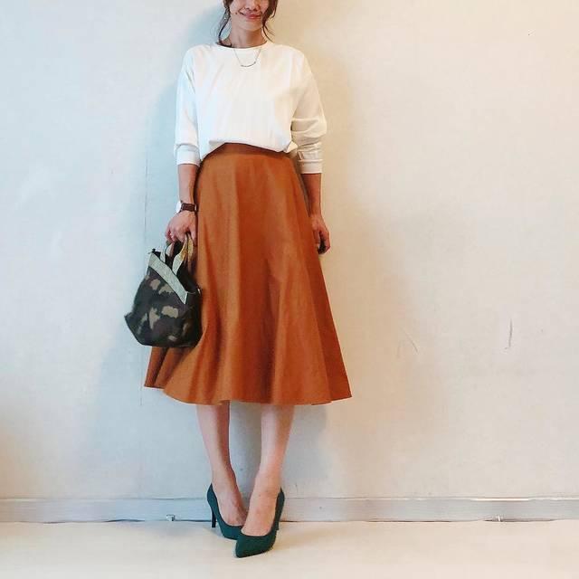 """nodoka on Instagram: """"UNIQLO Uのブラウス気に入りすぎて週二回着てる! そして同じく UNIQLOの#コットンサーキュラースカート は、トップス何色でも合う万能スカートです💓 #ドレープツイルブラウス #uniqlou  #コットンサーキュラースカート  バッグ#アクセサリーGRACE…"""" (107797)"""