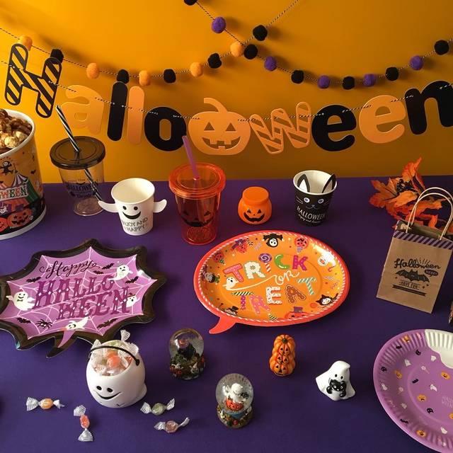 """cando/キャンドゥ on Instagram: """"trick or treat !! Halloween party の準備はできた? #17ダイカットプレート4PふきだしHW #17ペーパープレート8Pリトルハロウィン #17HWコールドカップ モノトーン #17HWコールドカップ かぼちゃ #17HWペーパーガーランド…"""" (108079)"""