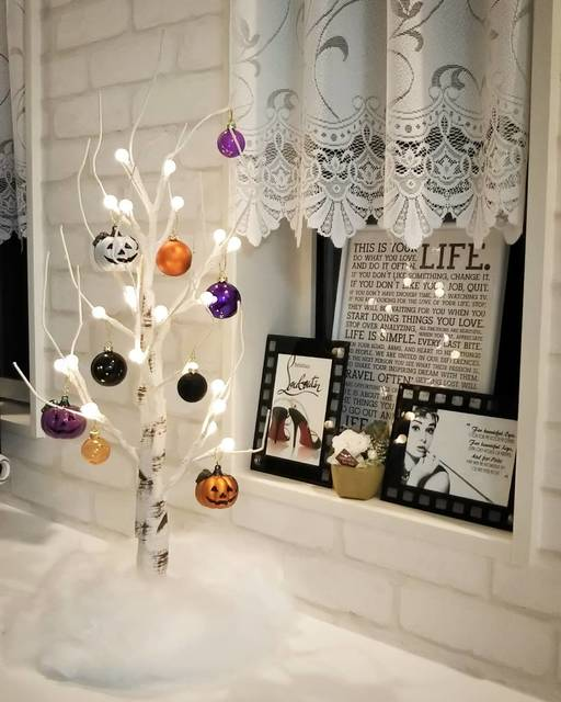 """yuu.y on Instagram: """"Halloween仕様の白樺ツリー⇒⇒⇒ . ハロウィンに全く無関係な私ですが、今年から少しずつ飾ってみようと思い、去年買ったニトリの白樺ツリーをハロウィン仕様にしてみました。 . なんとなくいい感じに仕上がったので、玄関へお引っ越し予定です。 .…"""" (108824)"""