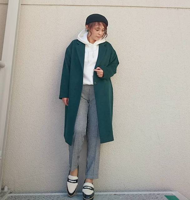 """RYO-CO(*・ω・)3♥ RYOKO SAKEMI on Instagram: """"先日のお仕事コーデ  白の#パーカー でラフに  でも、  #チェスターコート で きっちり✨  #ウールブレンドチェスターコート Lサイズ #スウェットプルパーカ Mサイズ #2wayストレッチテーパードパンツ Mサイズ #フェイクファープラットフォームローファー 157cm…"""" (109880)"""