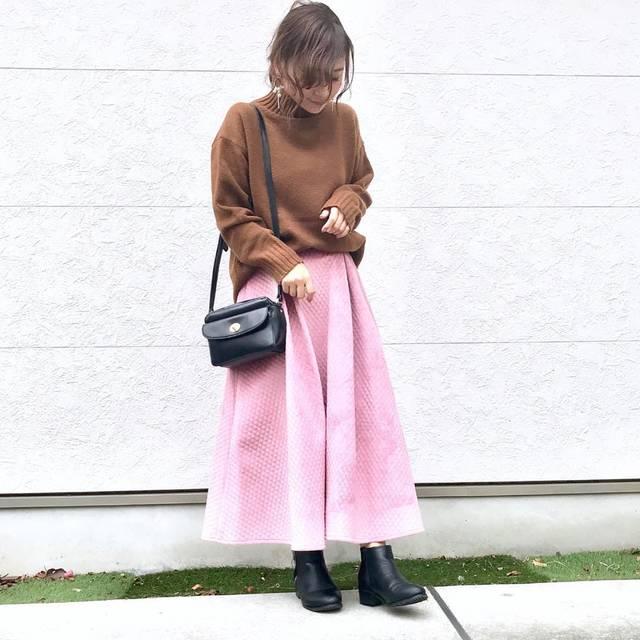 """Taiyou on Instagram: """"・       今日はとってもとっても 可愛いスカートご紹介させてください🐰💓 (スワイプ2枚目は動画です✨)     @shes_closet  さんと @roofa_fashion  さんがコラボして制作した キルティングスカート👗  …"""" (111977)"""