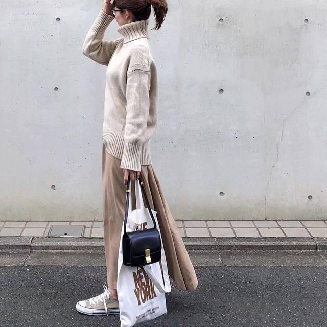 "MIKI on Instagram: ""もう4日 お正月から食べたくても我慢して ランも継続中◡̈ * 今日は実家でのんびり♡ でも実家ではやっぱり食べてしまう笑 * knit…#galerievie  skirt…#ronherman #dickies  sneaker…#converse bag…#celine…"" (114346)"