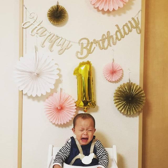 "Ayako Okawa on Instagram: ""えまちゃん本日1歳になりました❤️ この1年早すぎて記憶ない😂 日記を読み返して記憶すり込む。 お誕生日プレート、雑〜(笑) まさかのレトルトカレー😅 クオリティ低過ぎてゴメンよ😭 プーさん、顔〜😂 #1歳誕生日  #1歳 #娘love  #3歳4ヶ月  #息子love…"" (114361)"