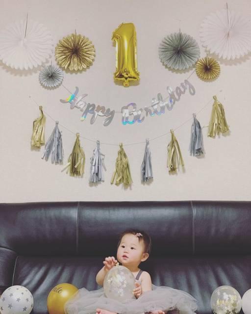 """tum_yuu on Instagram: """"1月5日 つむぎ 1歳になりました . . よく泣き寝ない娘に 生まれてから4ヶ月くらいまではぼろぼろでしたが . . どんどんいろんな顔を見せてくれる娘 日に日に愛おしさは増し . . 今ではいなかった頃が考えられないくらい 大切で可愛くて仕方ないです! . .…"""" (114362)"""