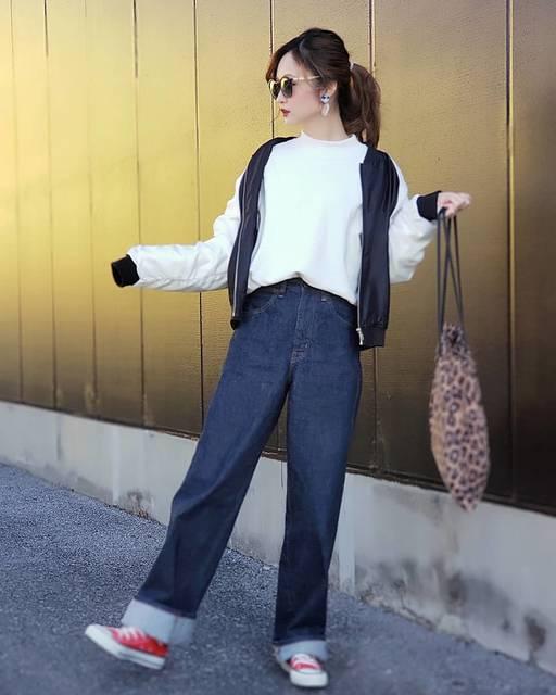 """🌼tomo🌼 on Instagram: """"* #上下UNIQLO で  #ハイライズワイドストレートジーンズ #スウェットプルオーバー を #着まわし  どっちも優秀で着まくり 履きまくり🤩 イロチでほしーい🤩  ホワイトのパンツ履いてる人がいて 店舗には置いてないから オンライン限定なの?…"""" (114791)"""