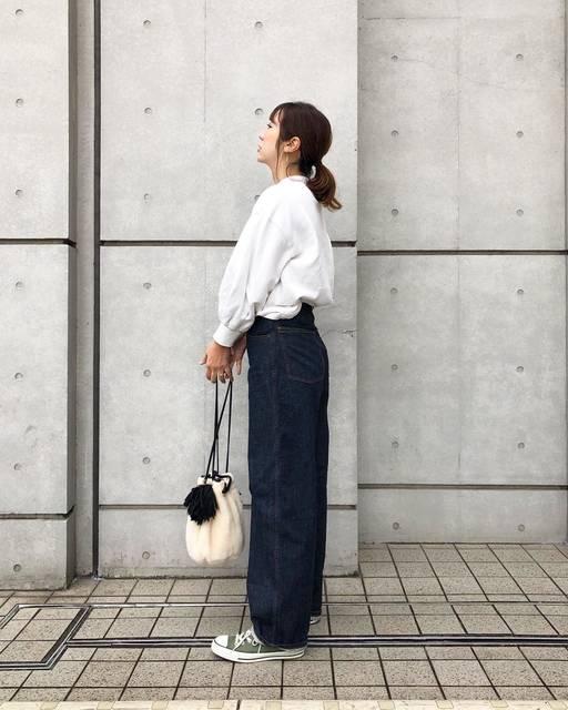 """Yamaguchi Yoka on Instagram: """"☆☆☆ ・ ・ 迷いに迷って uniqlouの  #ハイライズワイドストレートジーンズ は濃い方にしました ・ ・ 丸い形が可愛い♡ みんながしてるみたいに折り返したかったのに デカイ私には無理でした😂 ・ ・ 斜め後ろからのラインが綺麗なのでこの角度でパチリ…"""" (114796)"""