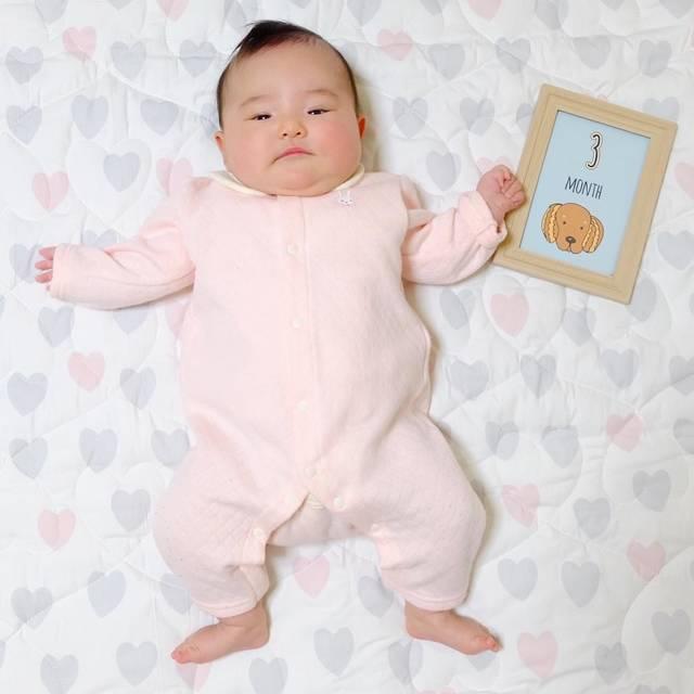 """ことちゃんのまいにち on Instagram: """". . 本日で3ヶ月✌︎ . 顔がパンパン😂 すくすく大きくなーれ✨ . . #新生児 #生後3ヶ月 #0歳 #新米ママ #ベビー #女の子ベビー #女の子ママ #関西ママ #親バカ部 #10月生まれ #成長記録 #育児記録 #娘 #乳児 #2018_autum_baby…"""" (116736)"""