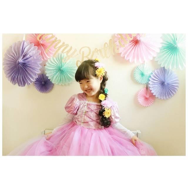 saho.mさんはInstagramを利用しています:「. ⋆⋆Happy Birth Day koyomi!!⋆⋆ 楽しい一日の始まり! 今日はたくさんの笑顔が見られますように✧ . 今年はこよちゃんの希望でプリンセス👸 ベルと悩んだ結果ドレスが可愛かったラプンツェルに決定〜!…」 (118470)