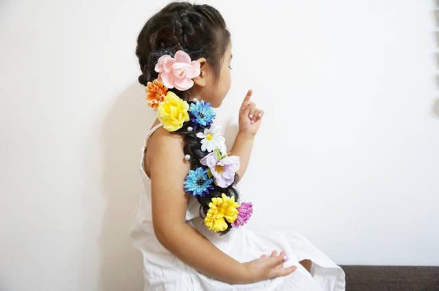 """chie@alucia on Instagram: """"💐 ・  @iris___0116  ちゃんが作ってるのを見て、私も作った#ラプンツェルヘア 🌸🌹🌼💠 ・ ・ 娘以上にわたしが喜んだ #なんでや w ・ ・ 娘は#アナ雪 信者なのでブルーのお花も入れたよ💠💠💠 ・ ・ 来月お誕生日なのでお誕生日にもまた付けよーっと♡ ・ ・…"""" (118472)"""