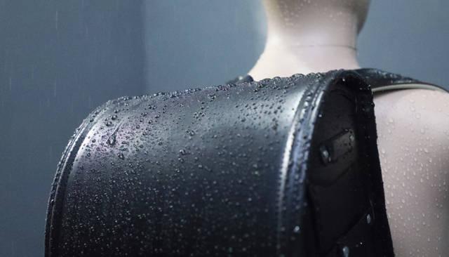 雨カバーいらずの防水力。|池田屋のこだわり|池田屋ランドセル ~ぴかちゃんらんどせる~|子ども思い。 (120449)