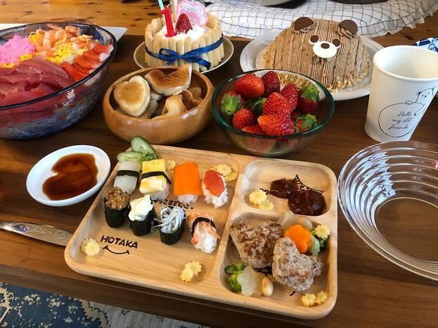 """Mari on Instagram: """". . 1歳バースデー pic2 . . . #バースデープレート 🌟 流行りの赤ちゃんお寿司🍣(ネタは和風だしで煮込んだお野菜、納豆、卵焼き、シラス、エビ)と くまの形のハンバーグを作りました🍽 . .…"""" (121060)"""