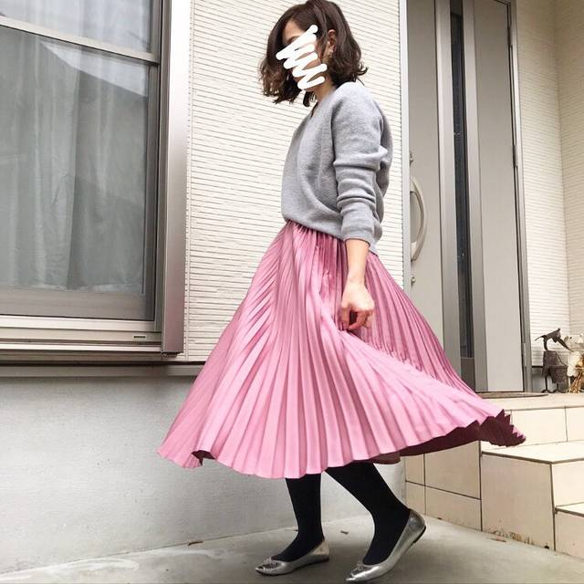 """MAKI on Instagram: """"#今日のコーデ  #きょコ . . . tops... @uniqlo #3dプレミアムラムコクーンセーター  skirt...#honeys #プリーツスカート  shoes... @gu_for_all_ #ポインテッドバレエシューズ  pierce...…"""" (121100)"""