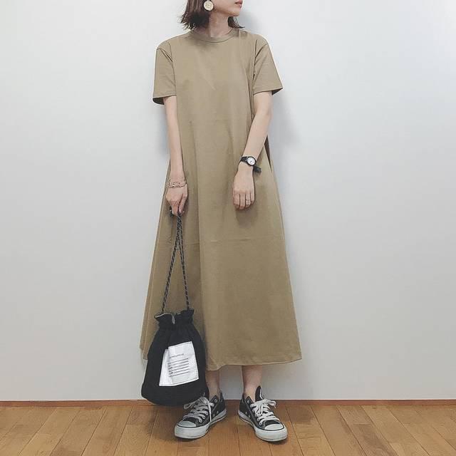 """RUMI on Instagram: """"*̩̩̥ . . #GU新作 の#Aラインワンピース 買いました♡ 生地をたっぷり使ってるのでボリュームがあって可愛い♡ 横からのシルエットも可愛いよ♡ まずはそのまま着てみる。 シルエットなど参考になれば。 M着てます◡̈ . . one-piece▷#ジーユー bag▷…"""" (123129)"""