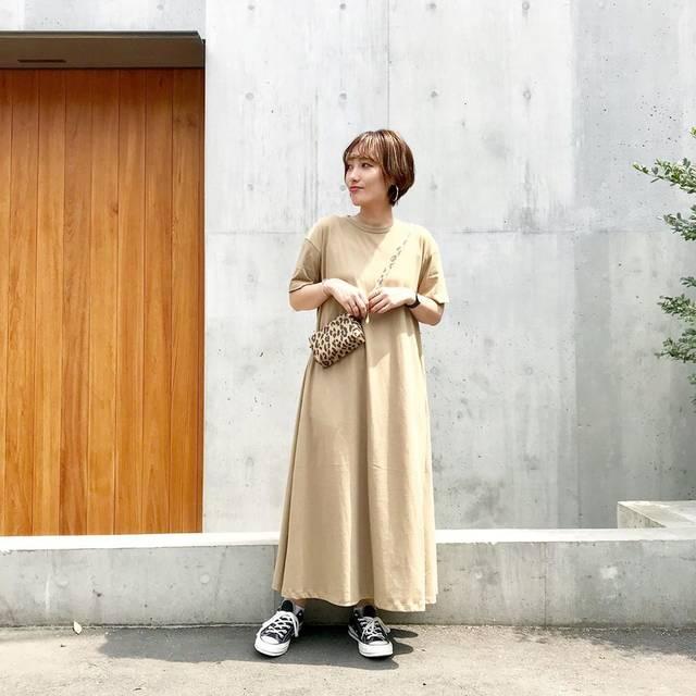 """k e i on Instagram: """". 東京出張は @gu_global のロングワンピ◎ Aラインで超らくちん◎🌷 #aラインワンピース のXLだよ✌🏻 . 今gu豊作すぎて買うものたくさん🤣 . . ワンピ @gu_global @gu_for_all_  靴 @converse_jp #ct70  バッグ…"""" (123132)"""
