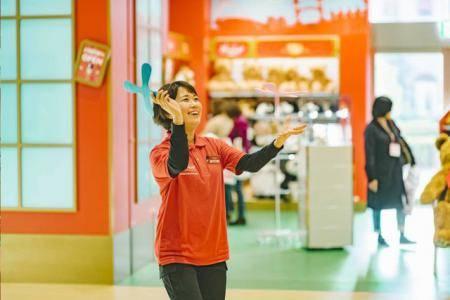『デモンストレーターがおもちゃの遊び方を教えてくれるよ!』 ハムリーズ 横浜ワールドポーターズ店 | 子供とお出かけ情報「いこーよ」 (123349)