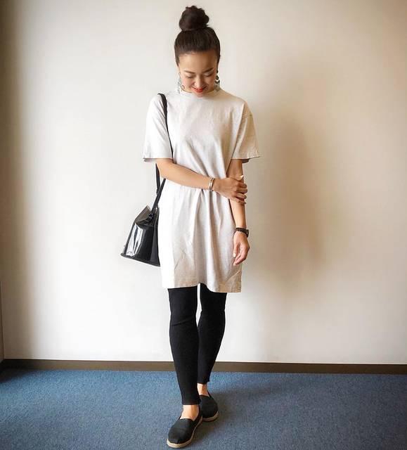 """Megumi  Sakurai on Instagram: """". 腹筋が割れてきました💪. 嬉しくて子供達に触らせる母🤣. . . . #ootd #cordinate #outfit #uniqlo #uniqlou #ユニクロ #ユニジョ #クルーネックtワンピース #リブレギンスパンツ #エアリーエスパドリーユ #シンプルコーデ…"""" (123646)"""