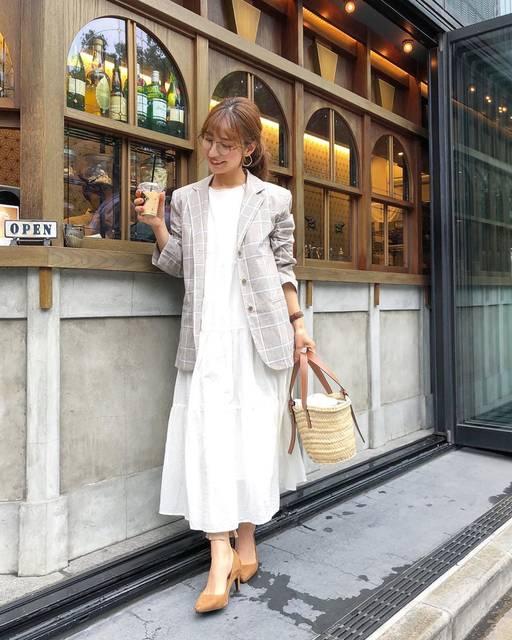"""yuumi on Instagram: """"薄手ジャケットが大活躍な季節〜🧡 . 流行りのチェック柄、思いの外すごく着回しが効く😳!! おしゃれ度も増すし👍✨ . . ワンピースは既に4回は洗濯してる @uniqlo の新作🤪 全然へたらないし、まだまだ着るよ🧡 . . そろそろプリンが目立ってきた〜🍮…"""" (124617)"""