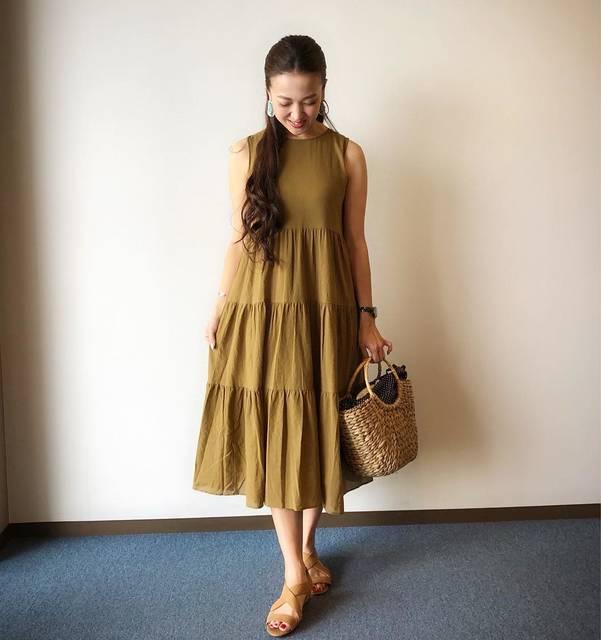 """Megumi  Sakurai on Instagram: """". 色でめちゃくちゃ迷ったUNIQLO新作ワンピース👗. . . GUで出会ったサンダルとドンピシャな色でした❤️. . . #ootd #cordinate #outfit #uniqlo #ユニクロ #ユニジョ #ティアードロングワンピース #ローウェッジクロスサンダル…"""" (124619)"""