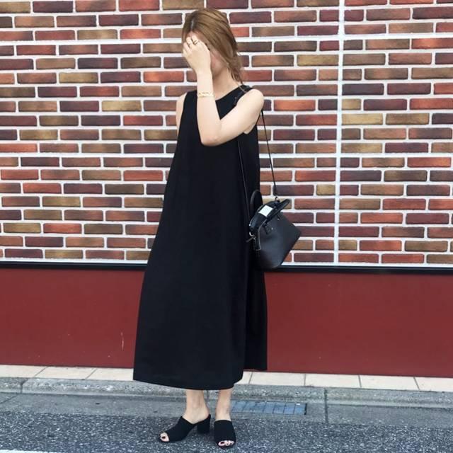 """@chisa1027 on Instagram: """"いつも黒は正しい.......🖤Aラインで間違いないUNIQLOのワンピース🎶  でも日焼けが怖くてシャツ羽織って着てる🥰@uniqlo_ginza @uniqlo @maisonmargiela @zara"""" (124710)"""