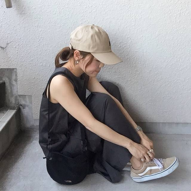"""mottiy9 on Instagram: """"* * * はやくも蚊にたくさん刺されているこの頃・・ * * 🦟←この絵文字見ただけで痒い😵😱 * * onepiece→#uniqlo  shoes→#vans cap→#viaj bag→#thenorthface * * #ユニクロ#ユニジョ#…"""" (124714)"""