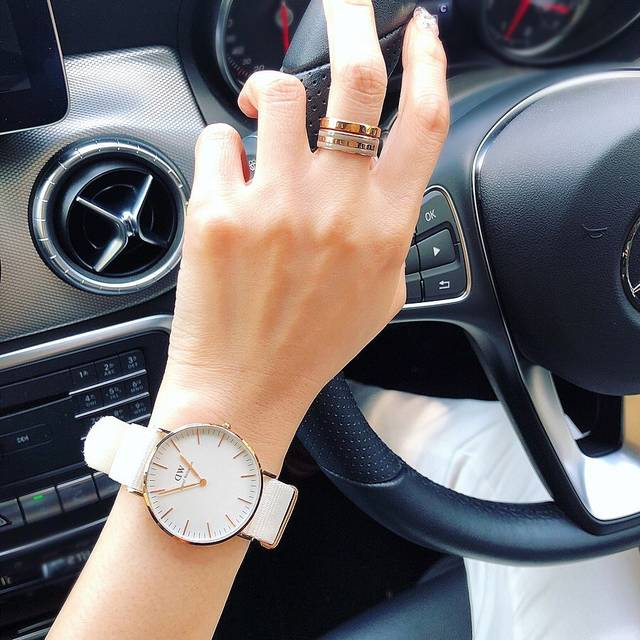 "Sayoko on Instagram: ""❥❥❥  @danielwellington 夏の新作✨ ⌚CLASSIC DOVER WHITE 36MM 💍CLASSIC RING DESERT SAND  WHITEベルトにGOLDライン✨ 爽やかで夏コーデに映えそうで可愛い😍…"" (126534)"