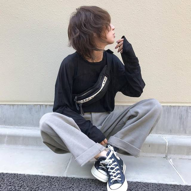 "kumika on Instagram: ""楽ちんコーデ♡ Uのジャージーパンツが楽ちんやけど、しっかりしたシルエットで好き❤️ . 久しぶりにrokuのシアーtops💕 透け感全然写らんけど💦今の時期ちょうどいい✨✨ . tops#roku @6______roku  pants#uniqlou  bag#apc…"" (128096)"