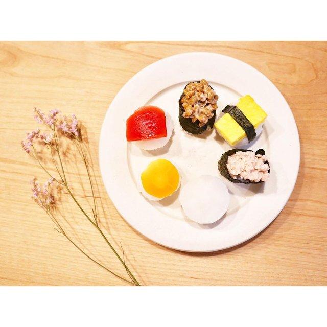 """ʏᴜᴄᴀʀɪ on Instagram: """"誕生日ディナーは 赤ちゃん寿司を召し上がれ!! 手鞠寿司風にしてみました  はい、どうぞ!と渡したら 真っ先に納豆巻きにいきました  今の食のブームは納豆です!笑 * * ▒まぐろ風 ___ トマト ▦サーモン風 ___ にんじん ▒いか風 ___ だいこん ▦ツナ ▒たまご…"""" (129688)"""