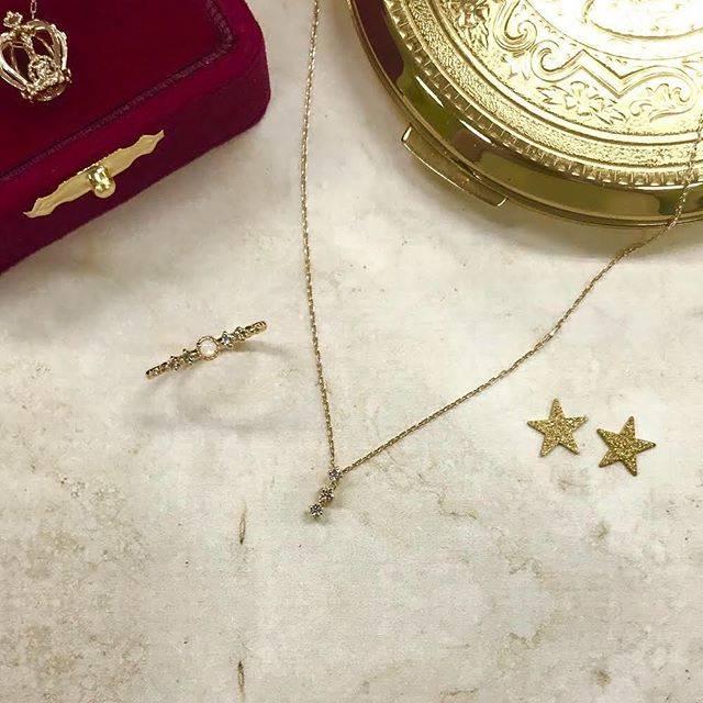 """@nojess_official on Instagram: """"今日はどのアクセサリーをつけようかな♪ そんなことを考えながら、お洋服を選ぶのも楽しいですよね。 #nojess #my_nojess #jewelry #coordinate #ring #pinkyring #necklace #ノジェス #アクセサリー #ジュエリー…"""" (84379)"""