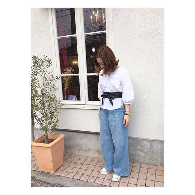 """Mika Ijiri on Instagram: """"* 2017.3.28(tue) * 今日は上下GUコーデでした。 #春コーデ 🌸 * この#ボリュームスリーブブラウス かなり可愛い❤ デコルテの開き具合👌🏻💯👏🏻 * tops&denim⇨#gu shoes⇨#converse サッシュベルト⇨#rakuten#楽天 *…"""" (88139)"""