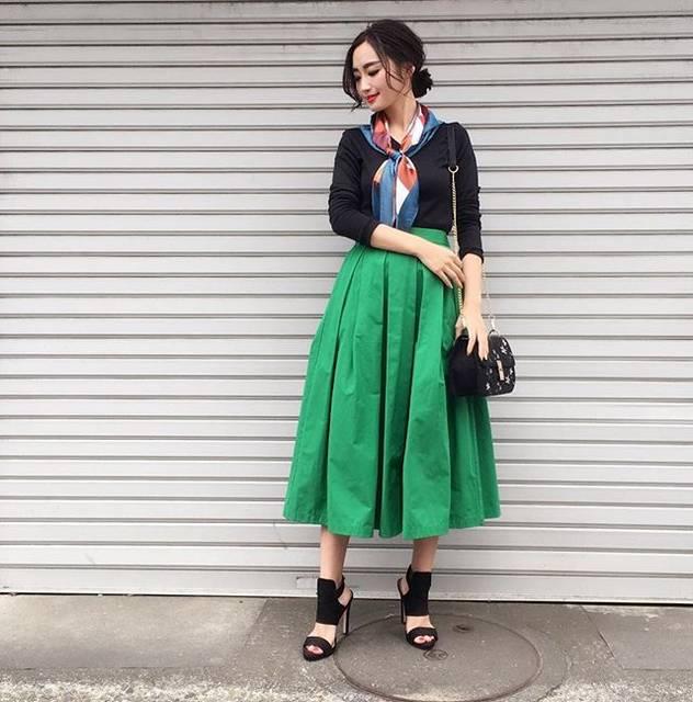 """柳橋唯 Yui Yanagihashi on Instagram: """"outfit ・ ・ 緑のスカートやっぱり可愛いなぁ💕 明日、寝坊しなくて、やる気が起きれば午前中にメイク過程をLiveしたいと思います。 ただ、驚くほど気分屋で面倒くさがりなので期待はしないでください。 って、私のメイク生中継など期待する人はいないと思いますが、、、 ・ ・…"""" (88205)"""