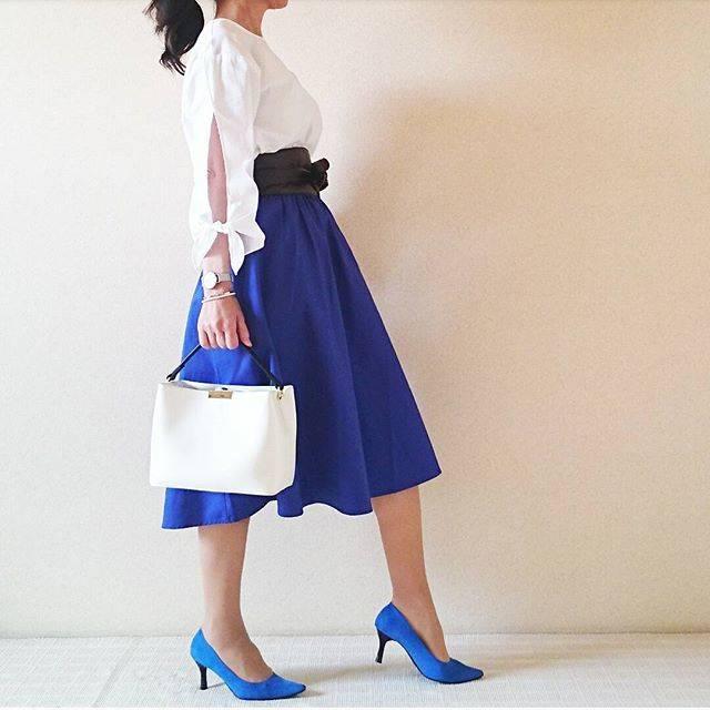 """Chie on Instagram: """"2017.3.24* * 連投失礼します🙇💦 * 最近カラースカートにハマってしまい、GUさんで鮮やかなブルーのフレアスカートをget * #イージーカラースカート * トップスは#盛り袖 の#リボンスリーブブラウス *…"""" (88215)"""