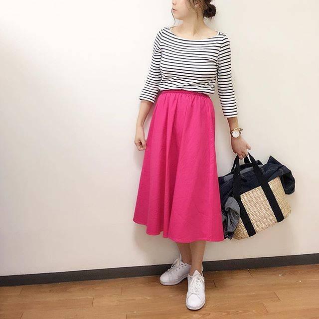 """saya on Instagram: """"・ ・ ・ #coordinate ・ ・ ビビットピンクー💓 ・ ・ スカートが派手なので他は控えめにしました☕︎ ・ ・ このスカートはいて買い物に行ったとき、試着室から出た瞬間同じスカートはいてる人と遭遇🙄 お互いなんとなく目線を外しました💦 ・ ・ ・…"""" (88218)"""