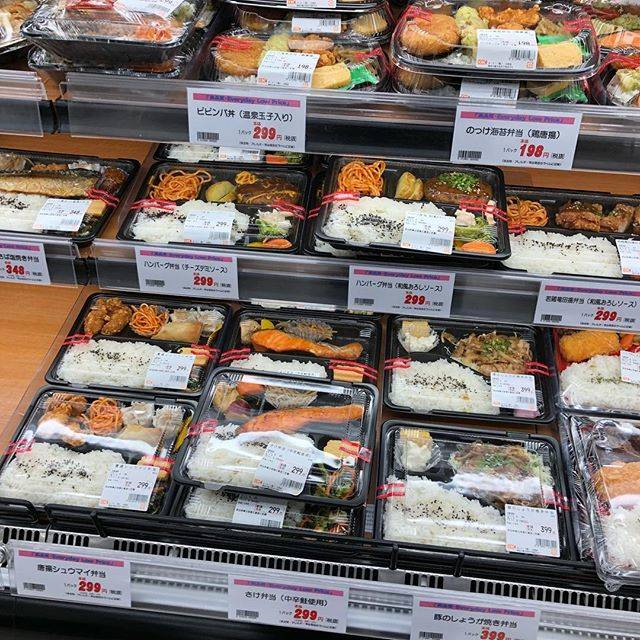 "Rie Murakami on Instagram: ""オーケーって何でこんなにお弁当安いんだろうね作るの面倒くさいときは198円弁当にかぎる#オーケーストア #お弁当"" (113241)"