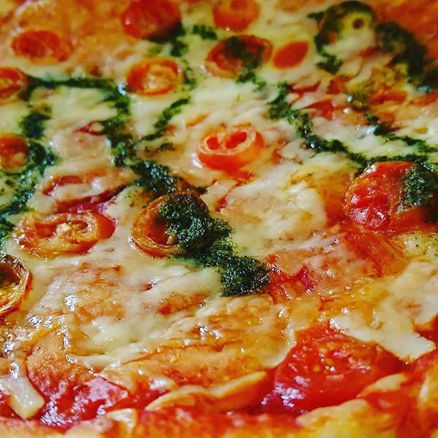 """Hayatty on Instagram: """"お昼はオーケーストアのピザ。 #マルゲリータ 直径30センチほどのピザがなんと! #ワンコイン! ー #この街は僕を肥らそうとしている #食べたらサイクリング ー ー #オーケーストア #ピザ #ワンコインランチ #ランチ #日曜のお昼 #お昼ご飯 #チーズ #バジル…"""" (113242)"""