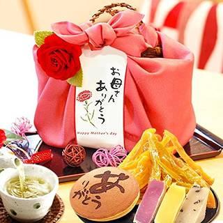 Amazon | 母の日 人気スイーツと和菓子のギフトセット(編み籠入り風呂敷包) (91094)