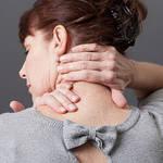 【首が痛い!】寝違えた時に試したい「首の痛み」を治す方法