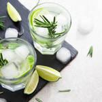 《モデルも飲んでる♡》炭酸水が健康に効果的な理由6つ◎