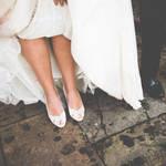 【結婚式での失敗エピソード】ウェディングドレスを着て転ばないために!